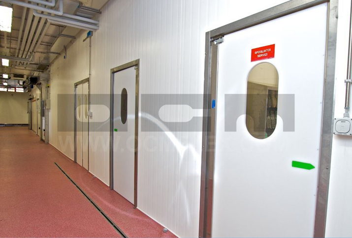 Polyethylene doors for logistics areas